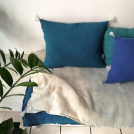 Coussin pompons dehoussable Boho 35x45 cm (rembourrage fourni)  mer du sud