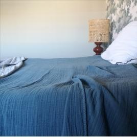 Couverture en gaze de coton bleu Bantan